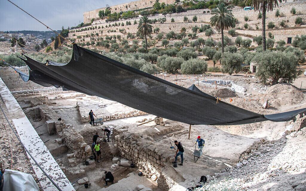 Les fouilles de l'Autorité israélienne des Antiquités à l'église byzantine. (Crédit : Yoli Schwartz/ Autorité israélienne des antiquités)