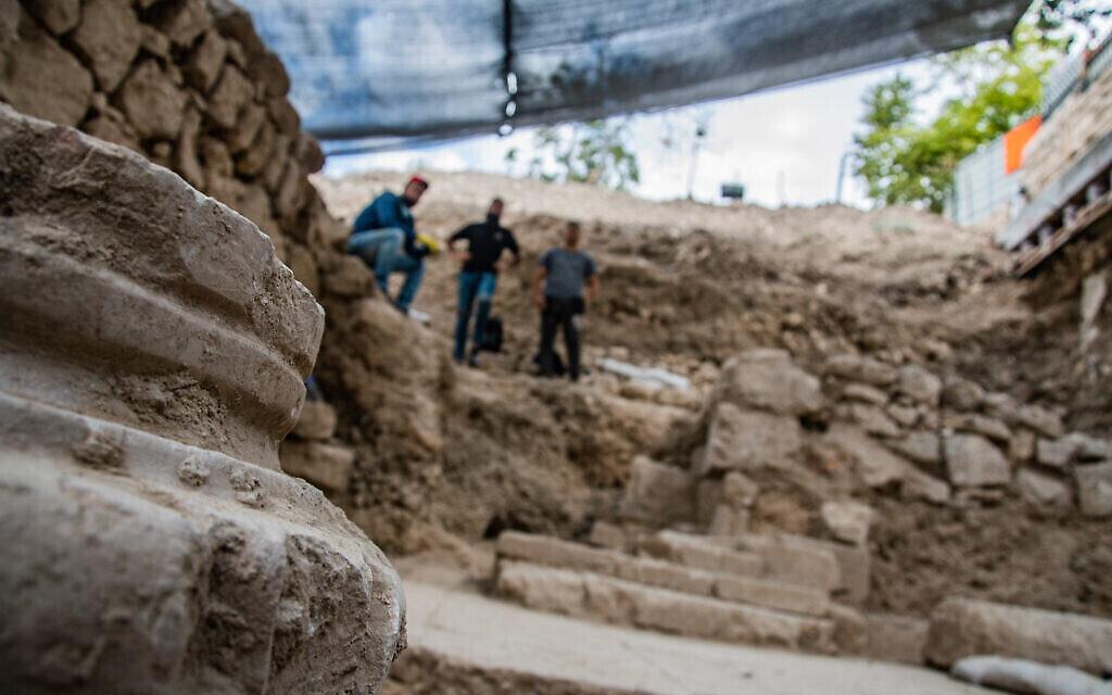 Les fouilles de l'Autorité israélienne des Antiquités dans une église byzantine du 6è siècle à Gethsémani, sur le mont des Oliviers de Jérusalem. (Crédit : Yoli Schwartz/ Autorité israélienne des antiquités)