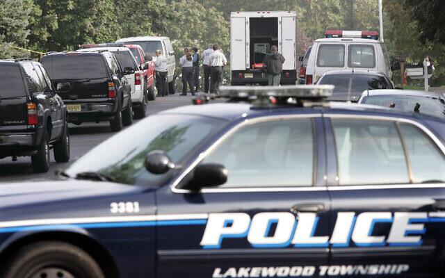 Illustration : Des enquêteurs travaillent sur une scène de crime le 24 septembre 2009 à Lakewood, New Jersey.(Crédit : AP Photo/Mel Evans)