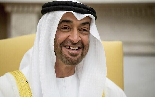 Le prince d'Abu Dhabi, Sheikh Mohamed bin Zayed Al Nahyan, sourit pendant une réunion à la Maison Blanche, à Washington, le 15 mai 2017. (Crédit : Andrew Harnik/AP)