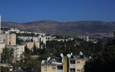 Une vue de la ville de Carmiel, dans le nord d'Israël, le 2 mars 2016. (Crédit : FLASH90)