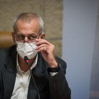 Le responsable israélien de la lutte contre le coronavirus, Nachman Ash, visite la municipalité de Jérusalem, le 22 novembre 2020. (Yonatan Sindel/Flash90)