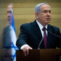 Le Premier ministre Benjamin Netanyahu prend la parole lors d'une conférence de presse à la Knesset à Jérusalem, le 2 novembre 2020. (Crédit : Yonatan Sindel / Flash90)