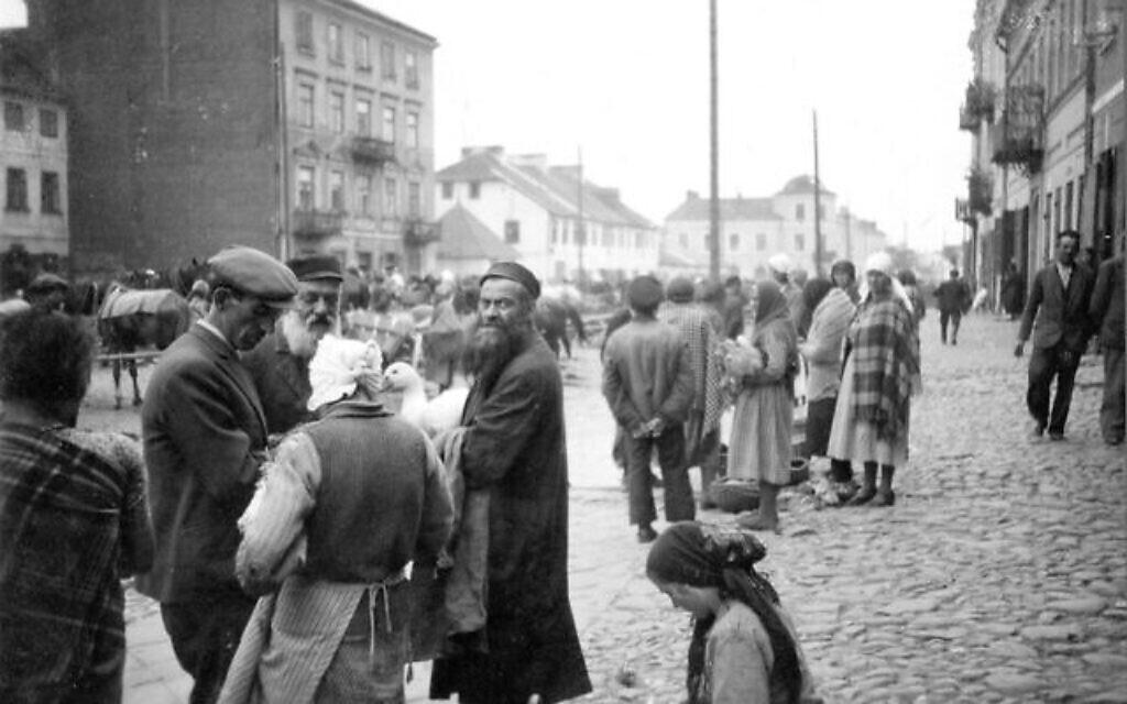 Le marché des fermiers dans la rue Walowa, au cœur du quartier juif avant la Seconde guerre mondiale. Pendant le printemps 1941, la rue était devenue l'artère principale du grand ghetto de Radom. (Autorisation : Chris Webb)