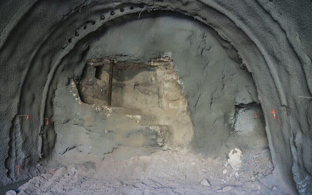 Le bain rituel datant du Second temple qui a été découvert pendant des travaux de construction sur un tunnel moderne sous l'Eglise catholique dite de toutes les nations de 1920. (Crédit :  Yaniv Berman, Autorité israélienne des antiquités)