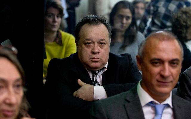 Carlos Telleldin, suspect de l'attentat à la bombe de l'AMIA, assiste à son procès à Buenos Aires, en Argentine, le 6 août 2015. (AP Photo/Natacha Pisarenko)