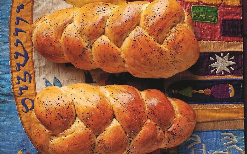 """Le pain de Shabbat tiré de """"Ma vie dans la cuisine"""" de Rachel Raj. (Crédit : Dániel Végel/ Editions Boook)"""