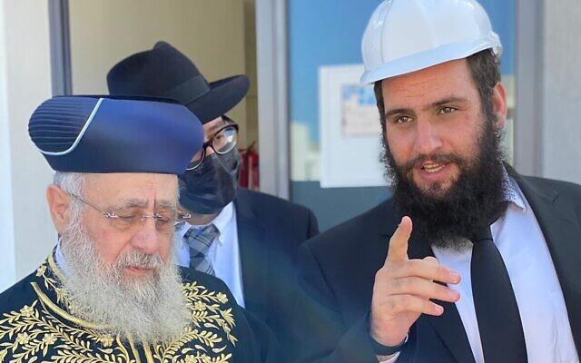 Le grand rabbin séfarade d'Israël Yitzhak Yosef, (à gauche), rencontre le rabbin Levi Duchman à Dubaï en décembre 2020. (Daniel Seal/Centre communautaire juif de Dubaï)