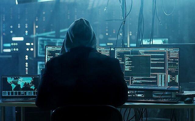 Photo d'illustration : Un pirate informatique pénètre dans un ordinateur. (Crédit : gorodenkoff via iStockPhoto)