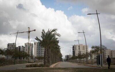 De nouveaux logements construits à Netivot, dans le sud d'Israël, le 21 janvier 2017. (Crédit : Nati Shohat/Flash90)