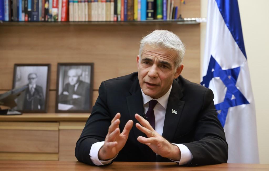 Le leader de l'opposition Yair Lapid de Yesh Atid-Telem lors d'un entretien avec l'AFP à son bureau de la Knesset, à Jérusalem, le 14 septembre 2020. (Emmanuel Dunand/AFP)