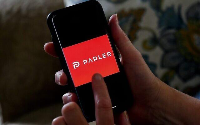 Le logo Parler sur un smartphone, le 2 juillet 2020. (Olivier Douliery / AFP)