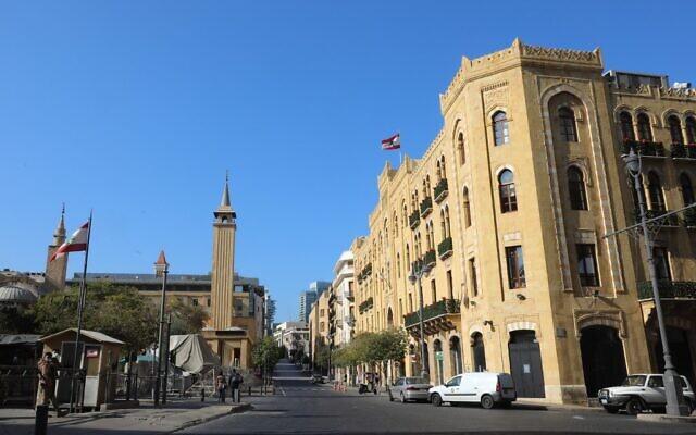 Le centre-ville de Beyrouth, déserte, en pleine confinement pour endiguer la pandémie de coronavirus, le 10 janvier 2021. (Crédit : ANWAR AMRO / AFP)