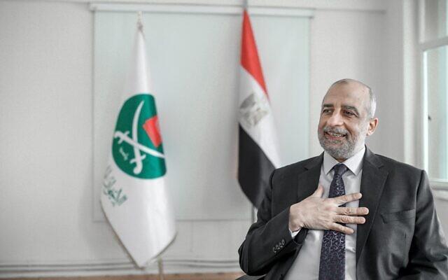Talaat Fahmy, porte-parole des Frères musulmans d'Egypte, s'exprime lors d'une interview dans son bureau à Istanbul, le 19 janvier 2021. (Crédit : Bulent Kilic / AFP)