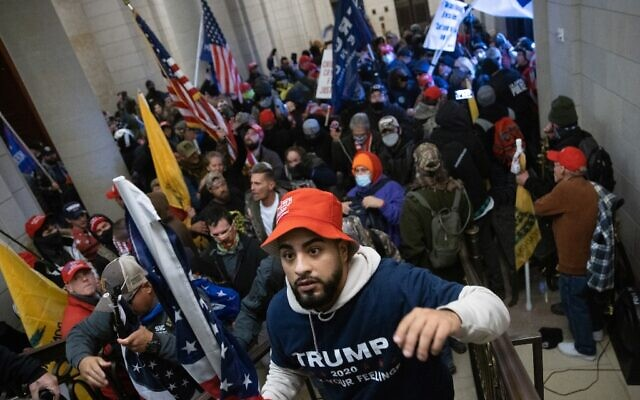 Une foule de partisans de Trump s'introduit dans le Capitole américain le 6 janvier 2021 à Washington, DC. (Win McNamee/Getty Images/AFP)