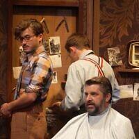 """Scène de la pièce de théâtre """"Le petit coiffeur"""", d'Eric-Emmanuel Schmitt. (Capture d'écran Vimeo)"""