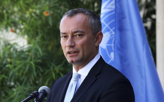 Nickolay Mladenov, coordinateur spécial des Nations Unies pour le processus de paix au Moyen-Orient, lors d'une conférence de presse dans les bureaux de l'UNSCO à Gaza, le 25 septembre 2017. (Adel Hana/AP)