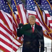 Le président américain Donald Trump arrive pour prendre la parole lors d'un rassemblement à Washington, le 6 janvier 2021. (Crédit : Jacquelyn Martin/AP)
