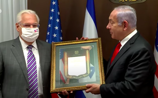 David Friedman et Benjamin Netanyahu, le 17 janvier lors d'une cérémonie de remerciements à Jérusalem (Crédit : capture d'écran YouTube)