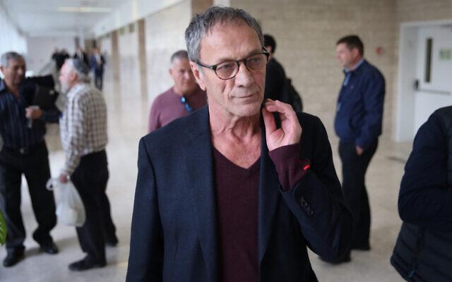 Mohammad Bakri au tribunal de district de Lod le 21 décembre 2017 (Crédit : FLASH90)