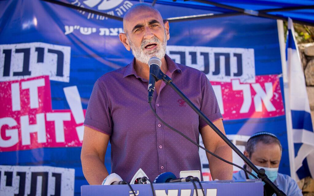 Le président du Conseil Yesha, David Elhayani, devant le bureau du Premier ministre à Jérusalem, le 21 juin 2020. (Yonatan Sindel/Flash90)