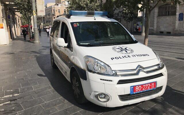 Illustration : Une voiture de patrouille de police à Jérusalem, le 20 septembre 2017. (Times of Israel/Stuart Winer)
