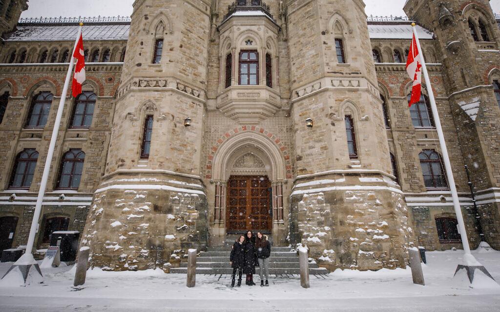 Yaara Saks, députée nouvellement élue de York Centre, sur la Colline du Parlement avant sa prestation de serment, à Ottawa, au Canada, le 25 novembre 2020. (Autorisation)