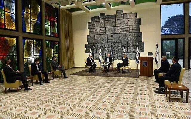 Les directeurs d'hôpitaux rencontrent le président Reuven Rivlin à la résidence présidentielle à Jérusalem, le 18 janvier 2021 (Crédit : Haim Zach/GPO)