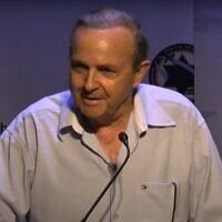 Aviem Sella donnant une conférence à Herzliya en 2012. (Capture d'écran : YouTube)