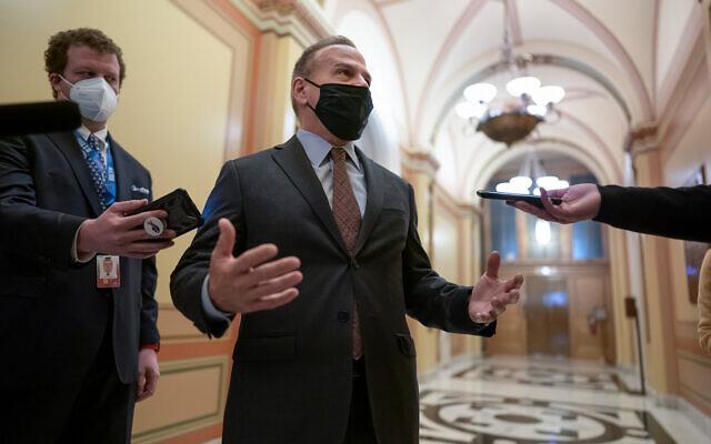 David Cicilline,  membre démocrate de la chambre des représentants (Rhode Island) parle aux journalistes aux abords de la chambre, au Capitole de Washington, le 11 janvier 2021. (Crédit :  (AP Photo/J. Scott Applewhite)