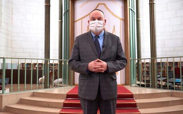 Daniel Saada, ambassadeur d'Israël en France, à la Grande synagogue de Strasbourg, le 13 janvier 2021. (Capture d'écran YouTube)