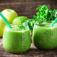 Illustration : Un milk-shake vert, comme ceux du régime développé par le professeur Iris Shai (Crédit : id-art via iStock par Getty Images)
