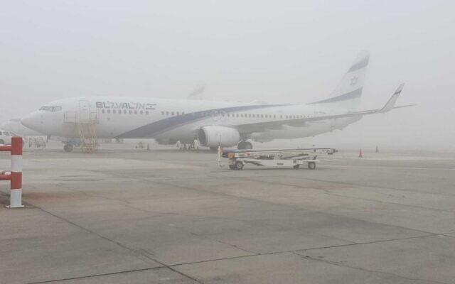 Fort brouillard à l'aéroport Ben Gourion, le 4 janvier 2021. (Autorité aéroportuaire d'Israël)