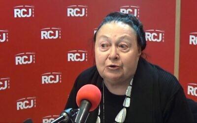 Rachel Ertel au micro de Radio J en 2017. (Crédit : capture d'écran YouTube)