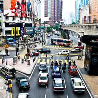 Quartier commerçant de Bukit Bintang et voie du monorail, à Kuala Lumpur. (Crédit : Sham Hardy / CC BY-SA 3.0)