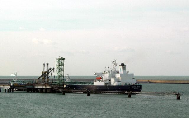 Le pétrolier Minerva Helen, au terminal pétrolier de Dunkerque, en France. (Rémi Jouan, CC BY-SA 3.0, Wikimedia Commons)