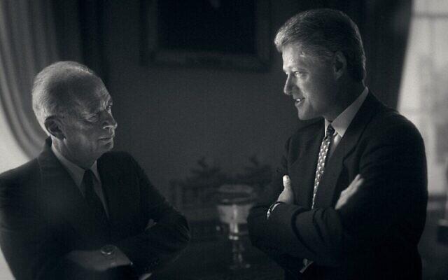 De gauche à droite : Yitzhak Rabin et Bill Clinton à la Maison Blanche. (William J. Clinton Presidential Library/ Courtesy of Sony Pictures Classics)