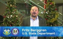 Fritz Berggren apparaît dans une vidéo de vacances partagée par le ministère américain de la Défense en 2018. (Département de la Défense via JTA)