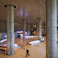 L'aéroport Ben Gurion est quasiment vide, le 26 janvier 2021. (AP Photo/Oded Balilty)