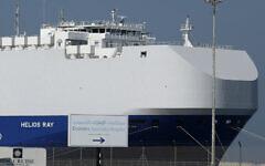 Le cargo israélien Helios Ray est à quai après son arrivée à Dubaï, aux Emirats Arabes Unis, le 28 février 2021. (AP Photo/Kamran Jebreili)