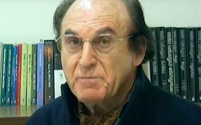 L'historien israélien Otto Dov Kulka. (Crédit : capture d'écran YouTube / Yad Vashem Deutsch)