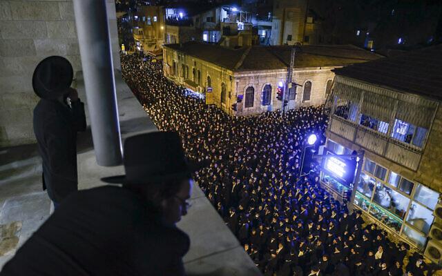 Funérailles de feu le rabbin Yitzchok Sheiner, le 31 janvier 2021, à Jérusalem. (Crédit : Yonatan Sindel/Flash90)