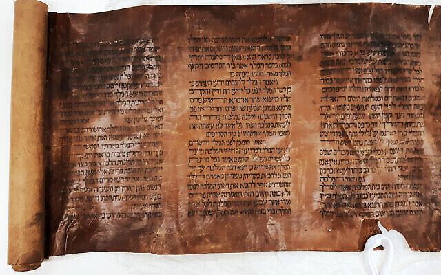 Le rouleau du livre d'Esther du 15è siècle qui a été donné à la Bibliothèque nationale. (Autorisation : Bibliothèque nationale d'Israël)