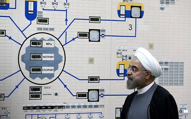 Le président iranien Hassan Rouhani visite la centrale nucléaire de Bushehr, aux abords de Bushehr, en Iran, le 13 janvier 2015. (AP Photo/Bureau de la présidence iranienne, Mohammad Berno, File)