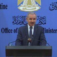 Le Premier ministre Mohammad Shtayyeh lors d'une conférence de presse à Ramallah, le 27 février 2021. (Crédit :  WAFA)
