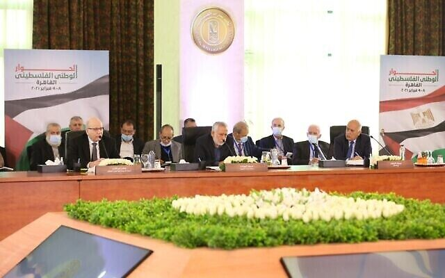 Les chefs de factions palestiniennes se réunissent pour discuter de la tenue d'élections nationales palestiniennes, au Caire, le 8 février 2021. (WAFA)