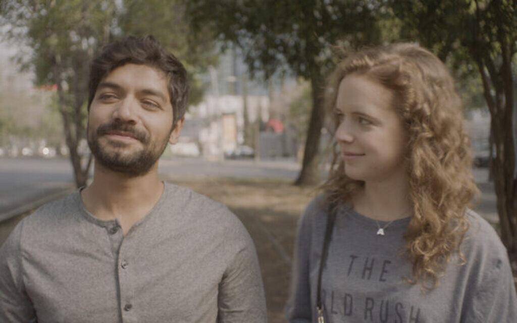 """Christian Vazquez, à gauche, dans le rôle d'Iván et Naian González Norvind dans """"Leona"""", réalisé par Isaac Cherem. (Crédit : Diana Garay, Autorisation de Fosforescente/ Menemsha Films)"""