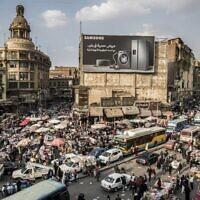 Un embouteillage dans le quartier central d'Attaba au Caire, la capitale égyptienne, le 22 février 2021. (Crédit : Khaled DESOUKI / AFP)