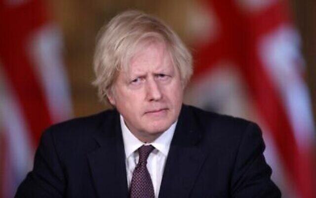 Le Premier ministre britannique Boris Johnson assiste à une conférence de presse virtuelle au 10 Downing Street, dans le centre de Londres, le 8 mars 2021. (HANNAH MCKAY / POOL / AFP)