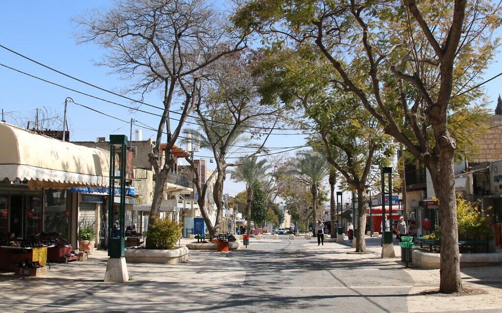 Un centre commercial piétonnier dans la Vieille Ville de Beer Sheva. (Shmuel Bar-Am)